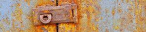 Ein verrrostetes Schloss zur Bebilderung des Themas Paare und Kirsen auf dem Blog der Berliner Paartherapeutin Julia Bellabarba