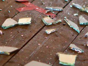 """Scherben zur Bebilderung des Themas """"Häusliche Gewalt"""" auf Julia Bellabarbas Blog"""