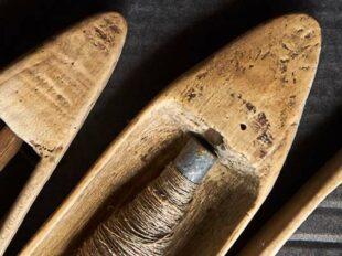 Foto mit Holzgegenständen aus der Seefahrt zur Bebilderung der Rubrik Paare und Krisen auf dem Blog der Berliner Paartherapeutin Julia Bellabarba