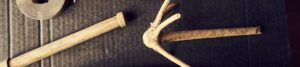 Foto mit Holzgegenständen zur Bebilderung der Rubrik Paare und Krisen auf dem Blog der Berliner Paartherapeutin Julia Bellabarba